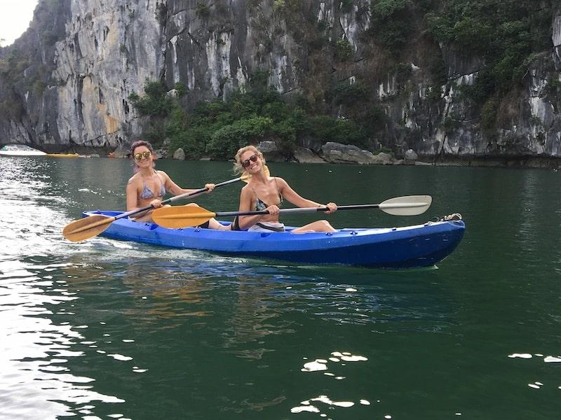 kayak nella baia di ha long