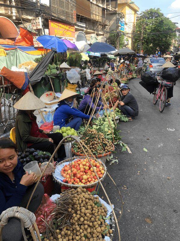 mercato hanoi vecchia old hanoi street food itinerario a piedi