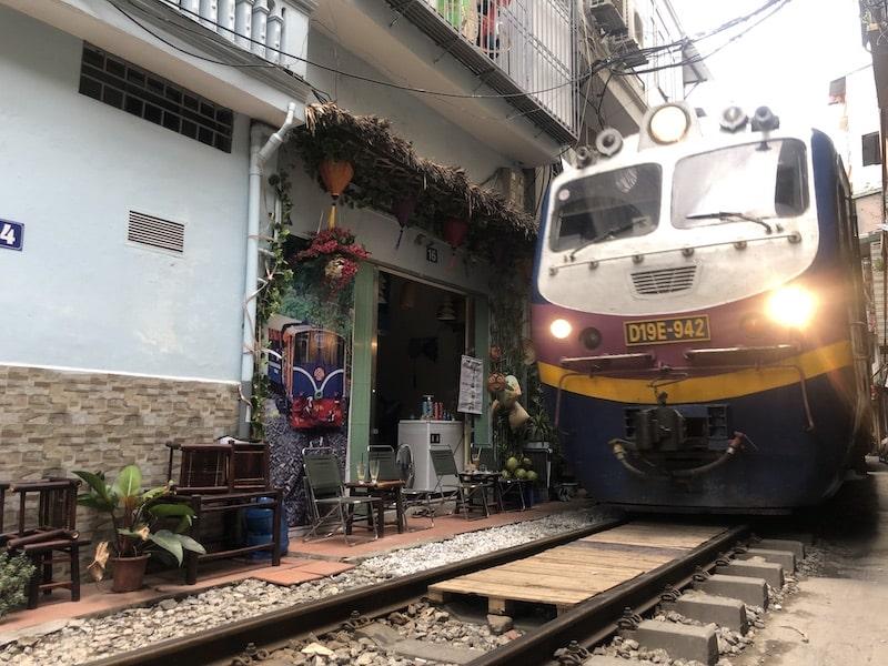 train street hanoi vecchia
